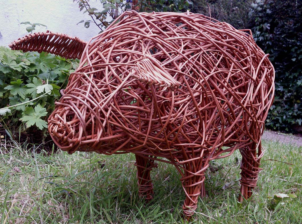 Willow small pig sculpture workshop