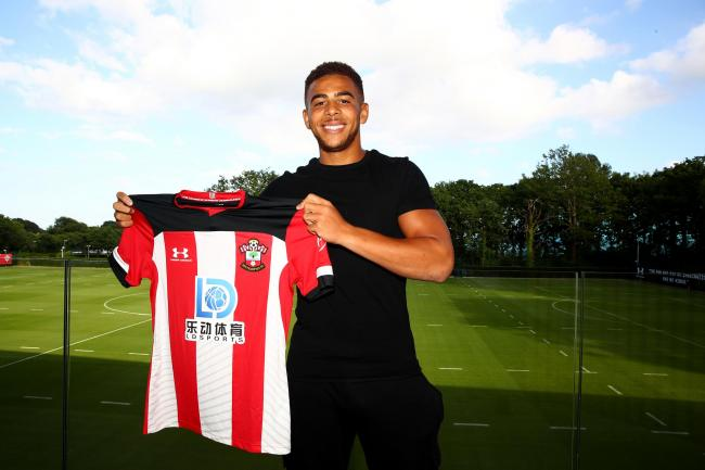 Che Adams signs for Saints