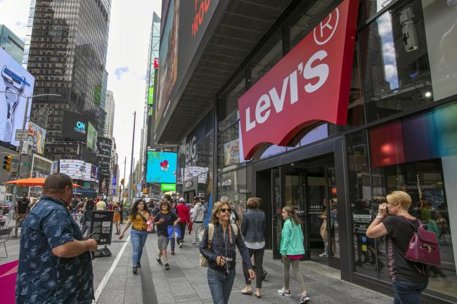 Backfiring motorcycle sparks panic in Times Square | Daily Echo