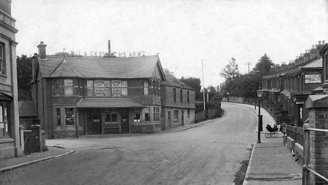 Picture of the Blacksmiths Arms from an old postcard.
