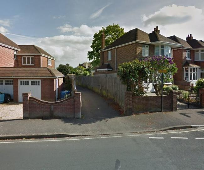 The alleyway between Carisbrooke Drive and Brownlow Avenue. Google Street View.