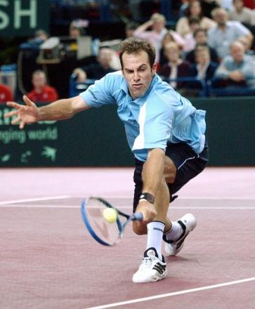 VIDEO: Tennis ace Greg Rusedski praised as good sport after suffering direct hit while coaching