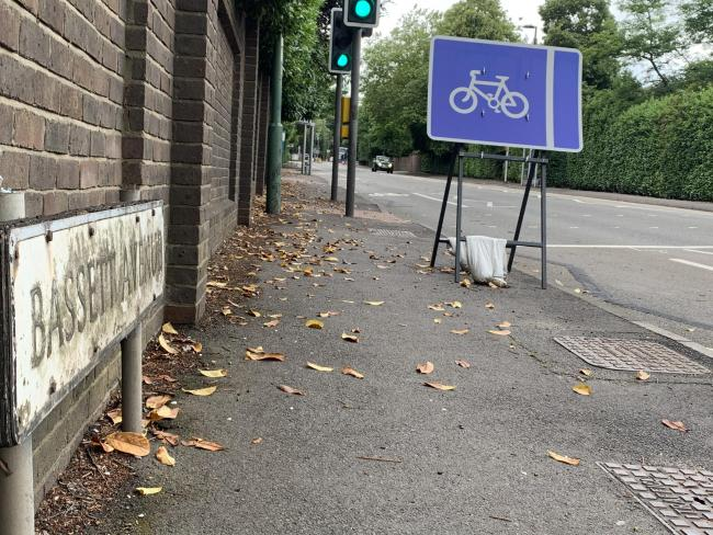 Cycle lane at Bassett Avenue