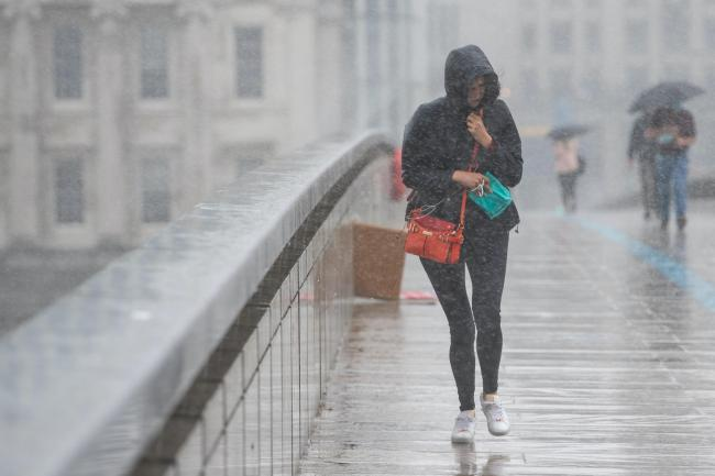 More heavy rain and thunder forecast this afternoon as hail falls on city