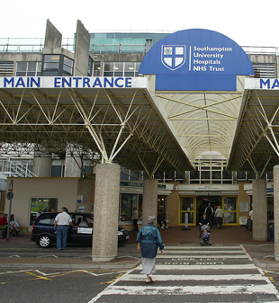 Strike threat by Southampton hospital  cleaners