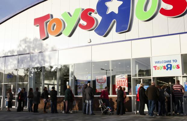 Daily Echo: Queues outside Toys R Us in Southampton waiting to buy Go Go Hamster the new must have toy for Christmas.