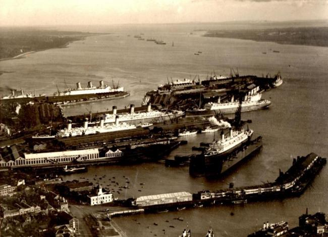 LETTER - Historic Southampton docks photograph still creating interest