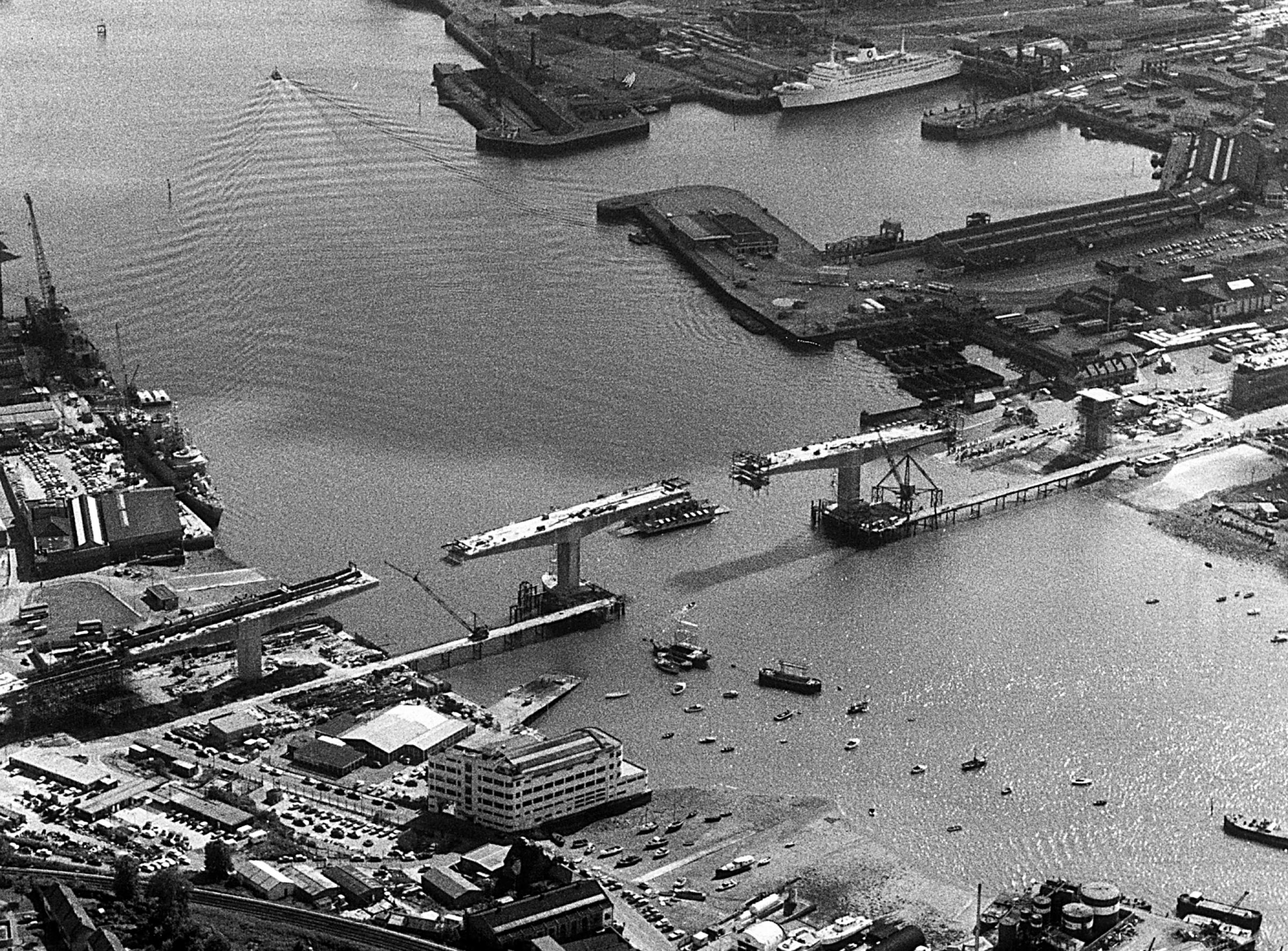 Heritage. Itchen Bridge under construction, 1976