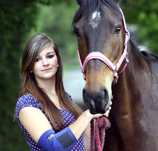AMBULANCE WAIT: Poppy Morgan pictured with Lizzie the horse.	  Echo picture by Joanna Mann. Order no: 10546429
