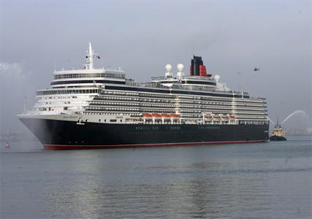 Queen Elizabeth arriving in Southampton