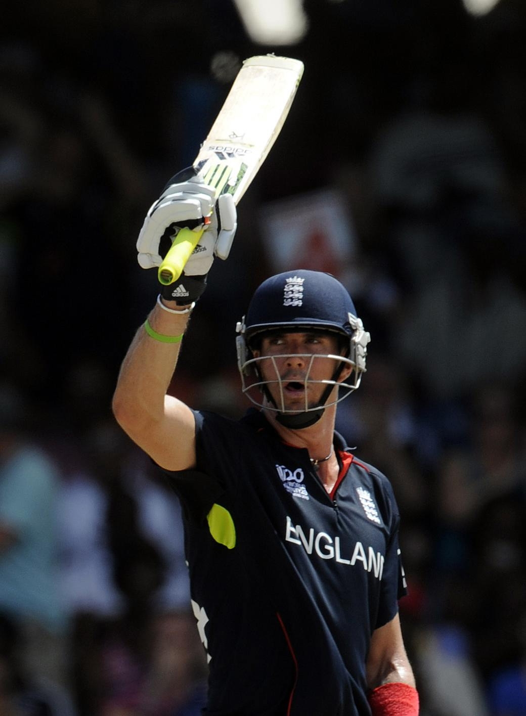 Pietersen handed new England contract