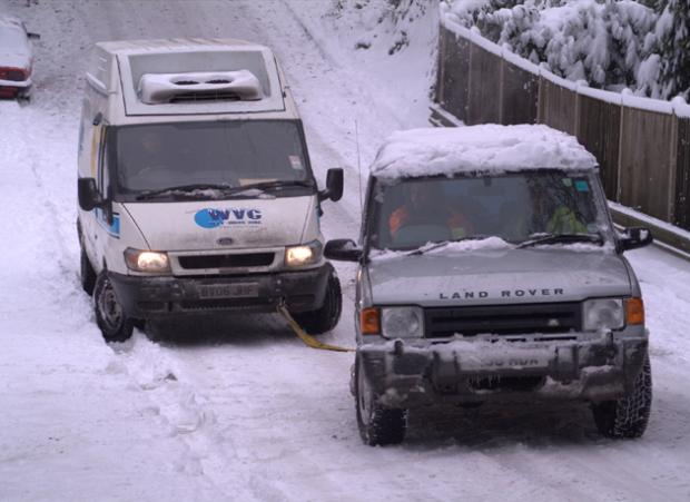 A Range Rover offers assistance in Sholing. Picture by Shelly Fountain