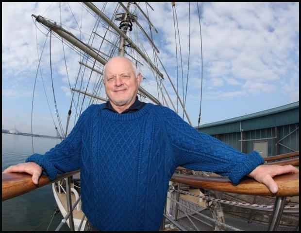 Hollywood actor treads the boards on tall ship
