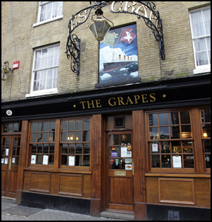 Daily Echo: The Grapes, Oxford Street, Southampton