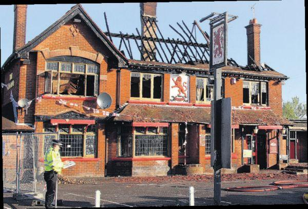 The Red Lion, after it burnt down but before it was knocked down