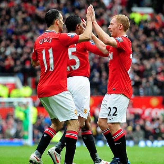 Paul Scholes (right)