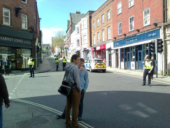 Police lift Winchester exclusion zone after court bomb threat