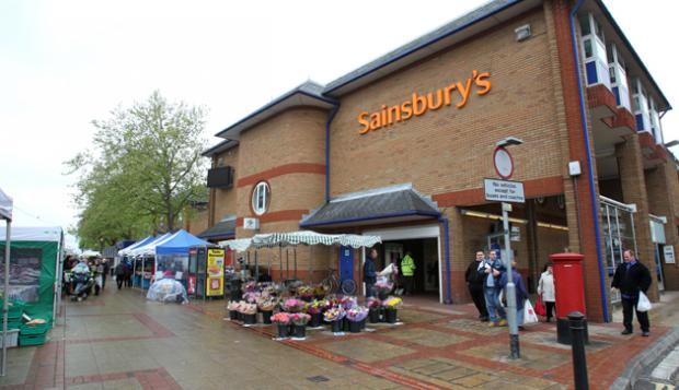 Easteigh market outside Sainsburys