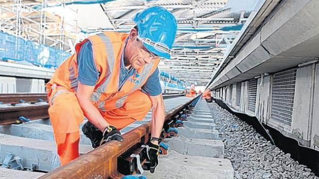 Engineers install SilentTrack at Blackfriars station