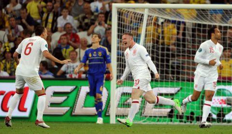 Wayne Rooney celebrates his match-winning goal