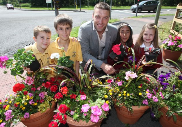 Rickie Lambert with, from left, Valley Park youngsters Jude Stone, Ben Schofields, Amreet Shahi and Lucy Charlton.