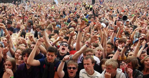 Festival organiser 'profusely sorry' for traffic chaos
