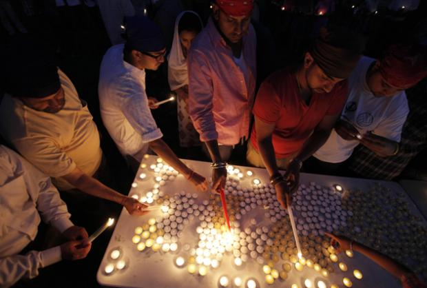 Sikh worshippers in the US hold candlelight vigil for victims of the shooting