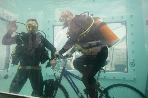 Underwater cyclists Chris Sirett and Brian Stokes in action