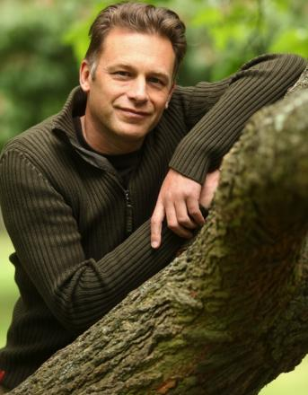 VIDEO: TV naturisat Chris Packham quizzed by police after confrontation with armed hunters