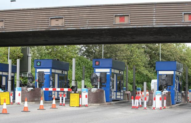Council defends 'no change' toll machines