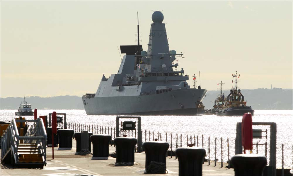 Hundreds welcome home warship