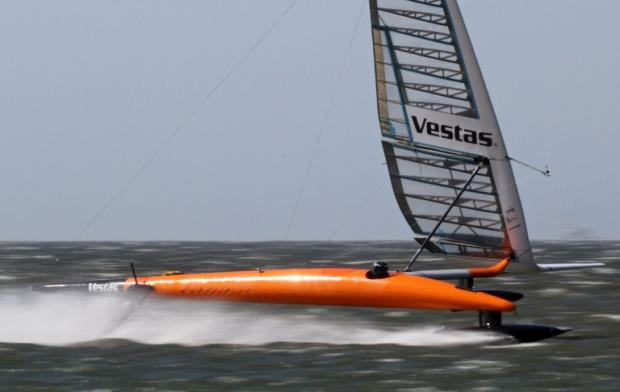 Team break world speed sailing record