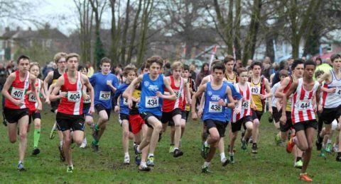 Daily Echo: The under-15 boys' race gets under way at Fleming Park.