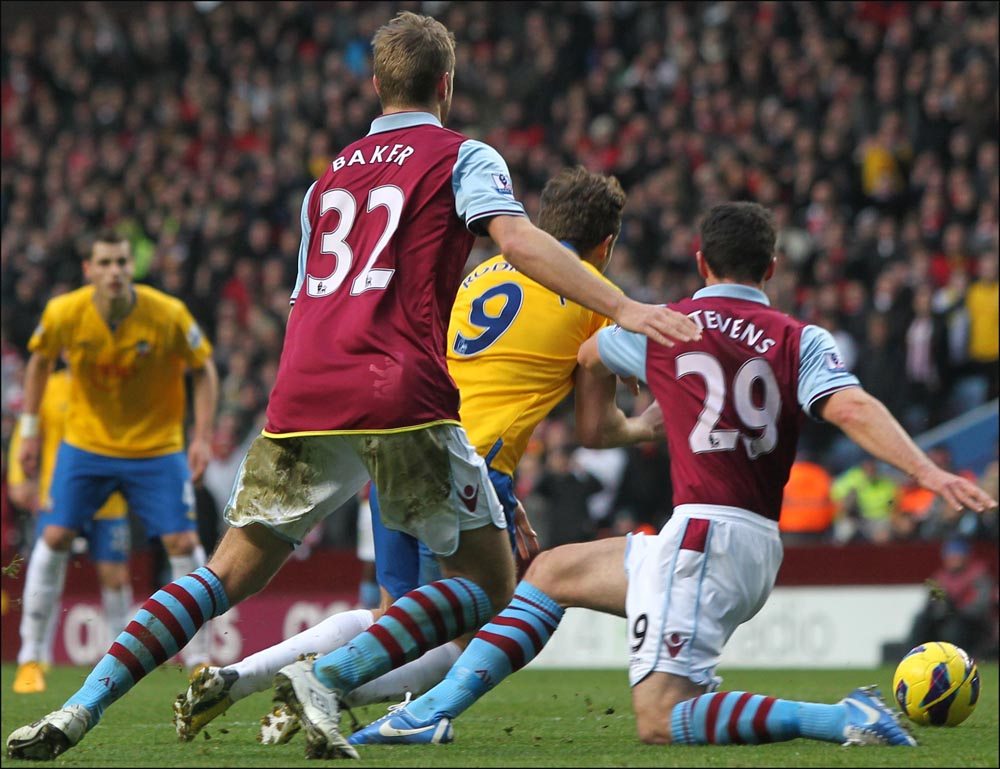 Do you think J-Rod dived to win penalty against Villa?