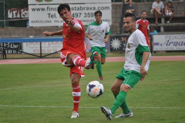 Daily Echo: Jack Cork in action for Saints against Unió Esportiva Llagostera.