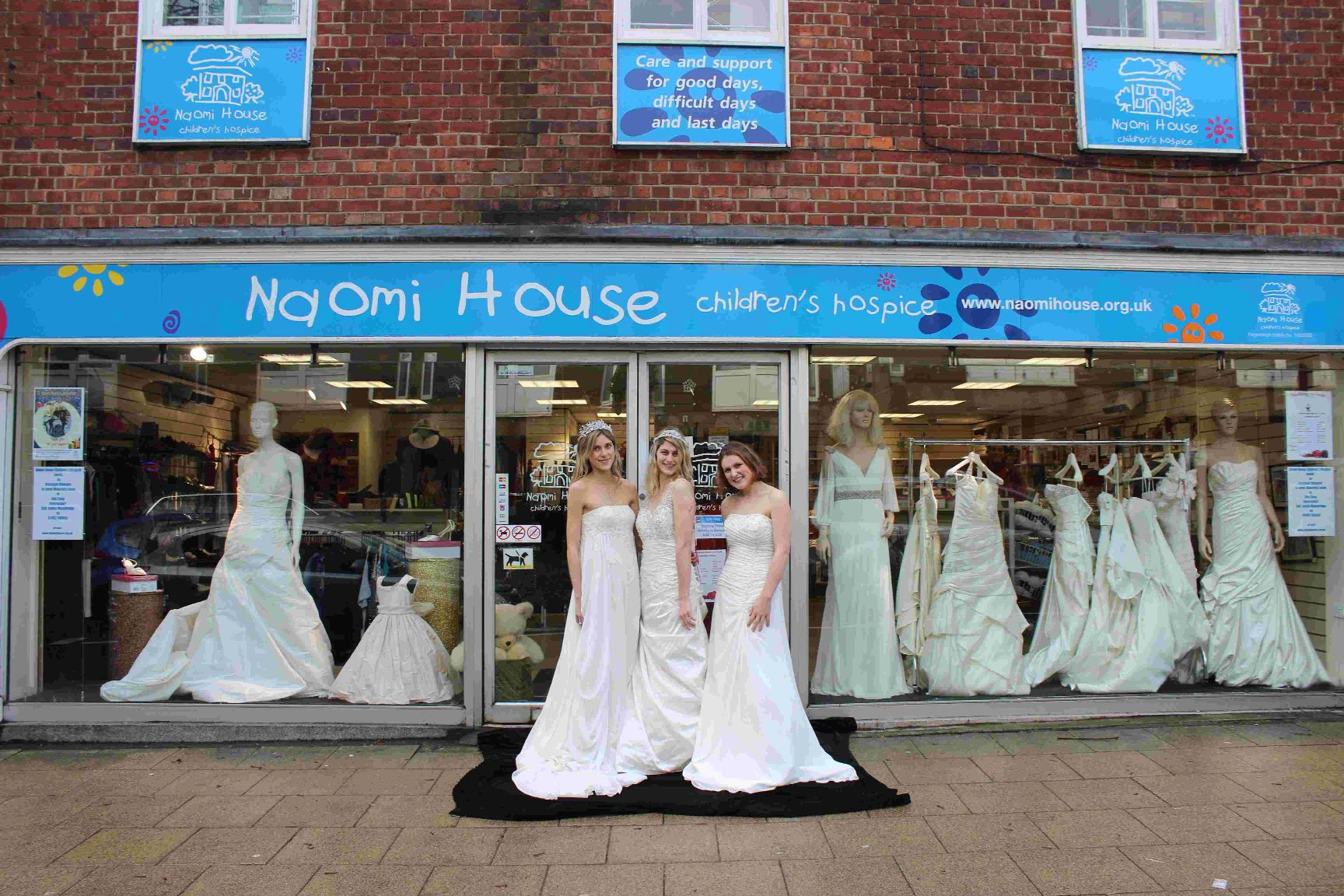 Wedding Dress Donation.Donation Of 35 Wedding Dresses Boosts Charity Shop Funds Daily Echo
