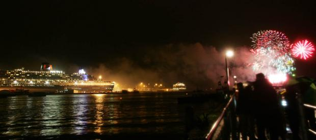 Spectacular fireworks to celebrate QM2's 10th birthday