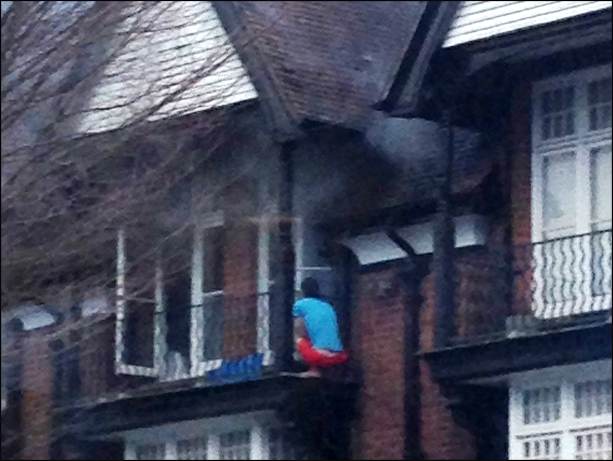 Dramatic rescue from burning building. Picture by Callum Watson/@calwat