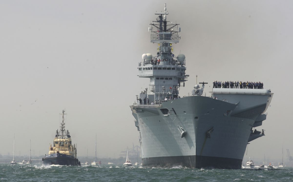 Hundreds line harbour as HMS Illustrious comes back to Hampshire