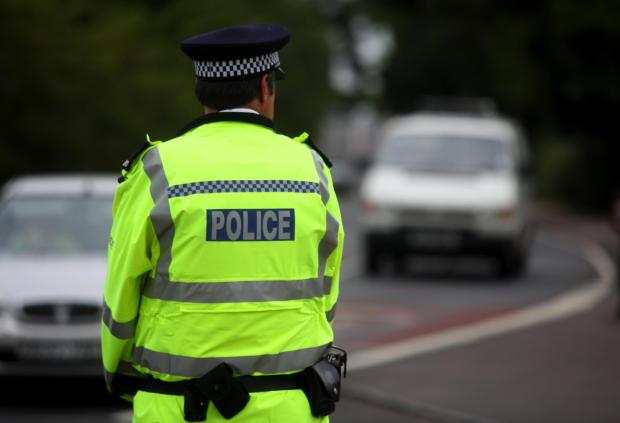 Police to axe 500 officers and staff