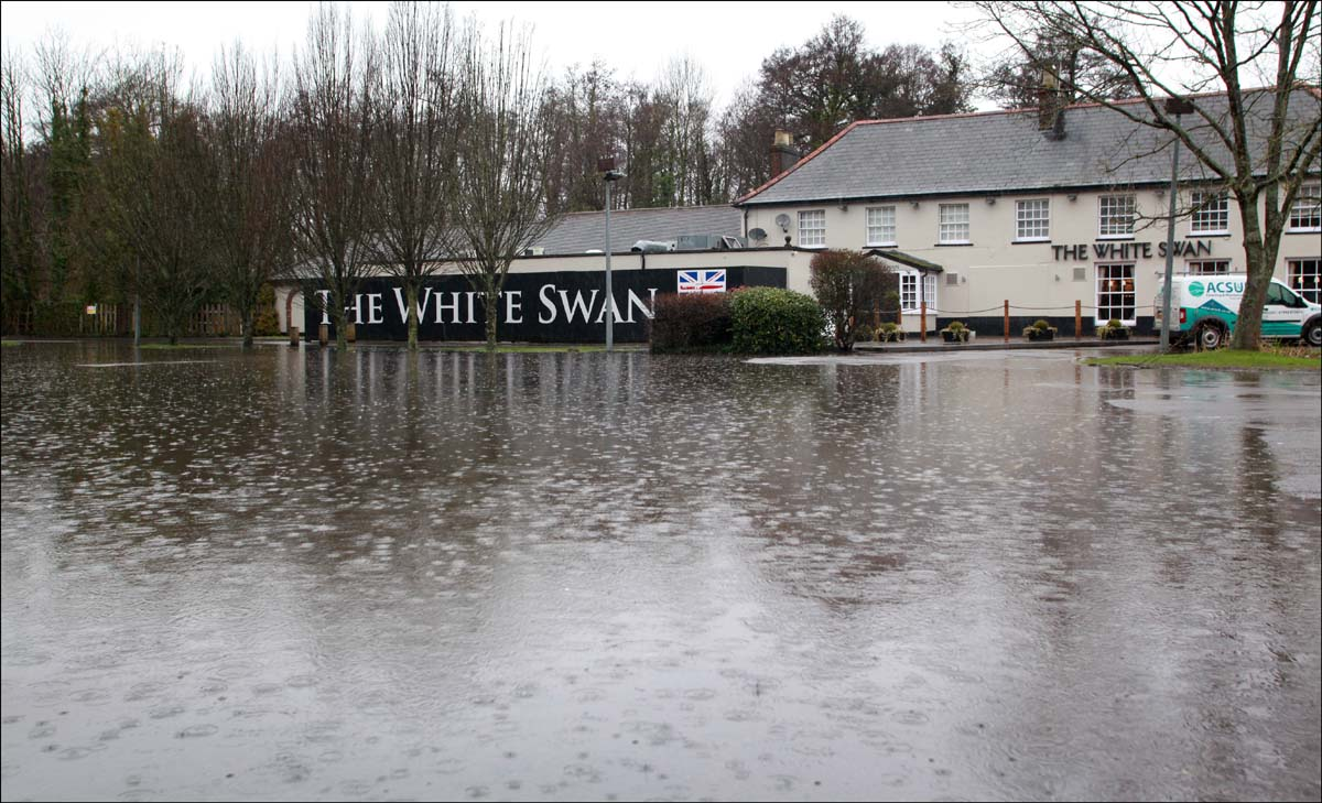 Flooding shuts pub again