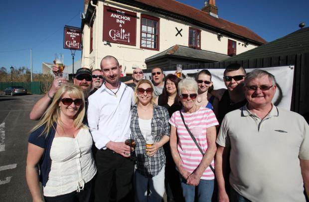 Daily Echo: BACKING: Customers show their support for landlord Nick Williamson at the Anchor Pub in Eling. Echo picture by Stuart Martin. Order no: 18149822