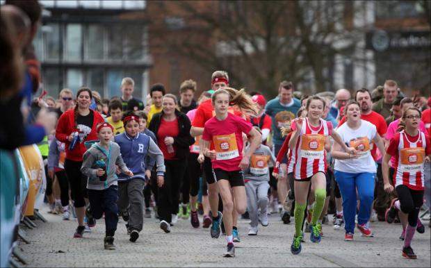 Runners start the 2014 Sport Relief Mile