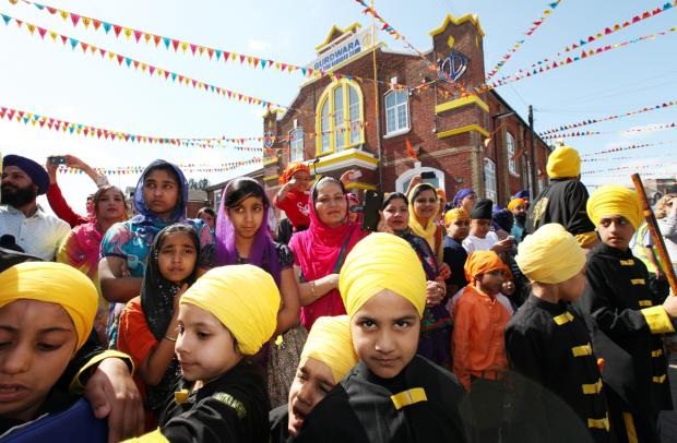 Thousands march to celebrate Sikh festival