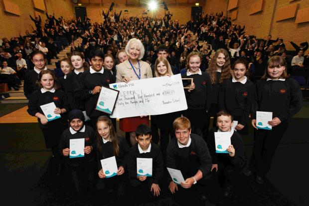 Thorndean School pupils present the £5,000 cheque to Lepra fundraiser Dawn Williamson.