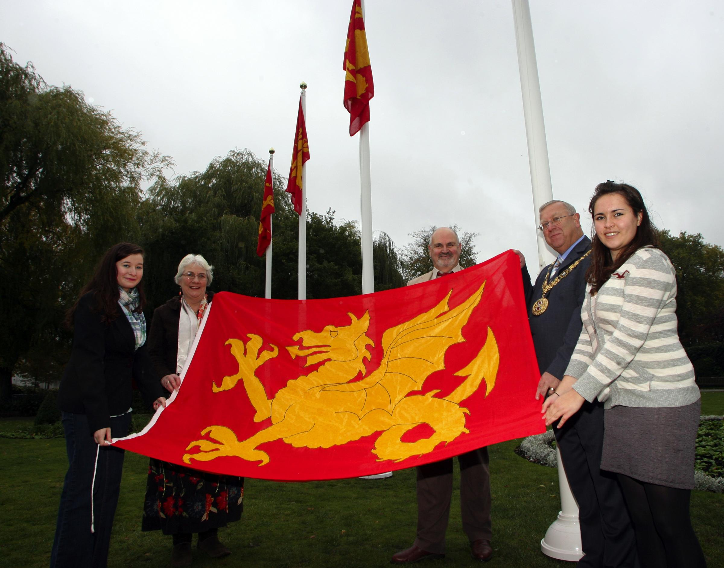 From left – Suzy Wesley, Mayoress Elaine Izard, Derek Pickett, chairman of the Wessex Society, the Mayor Cllr Richard Izard and Lydia Morrell with the flag of Wessex in Abbey Gardens, Winchester, in 2010.