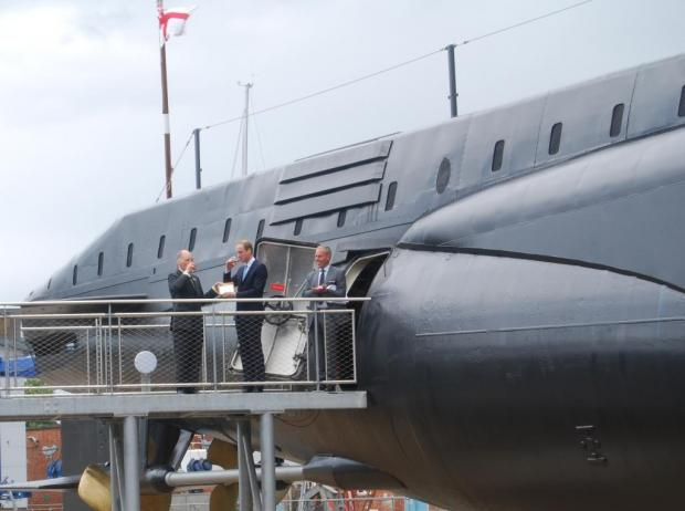 Daily Echo: Vice Admiral Sir Tim McClement KCB OBE – Chairman of RN Submarine Museum, HRH The Duke of Cambridge and Commodore Chris Munns – Director of RN Submarine Museum