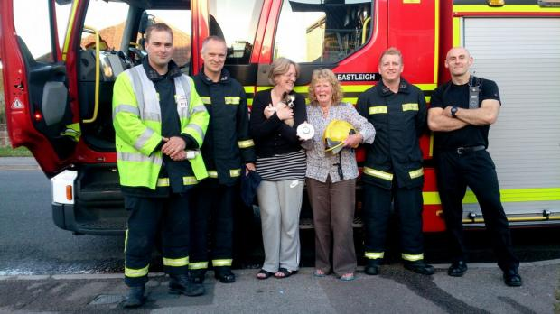 Daily Echo: Rosemary Smith and her daughter Terri with firefighters.