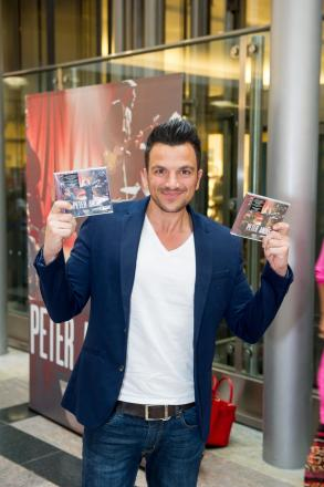 Hundreds queue to see Peter Andre at city centre shopping centre