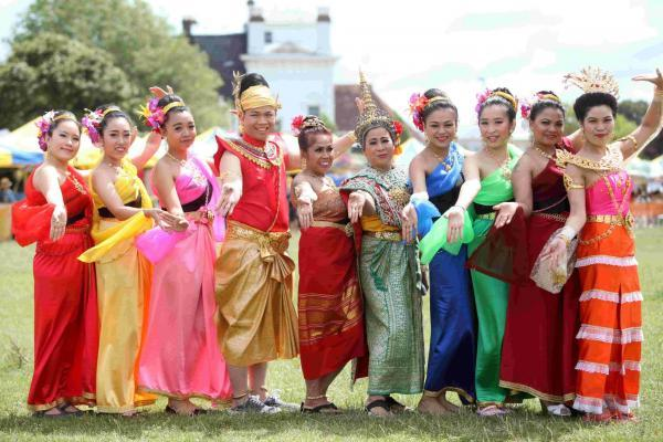 Daily Echo: Thai dancers at the Taste of Thailand